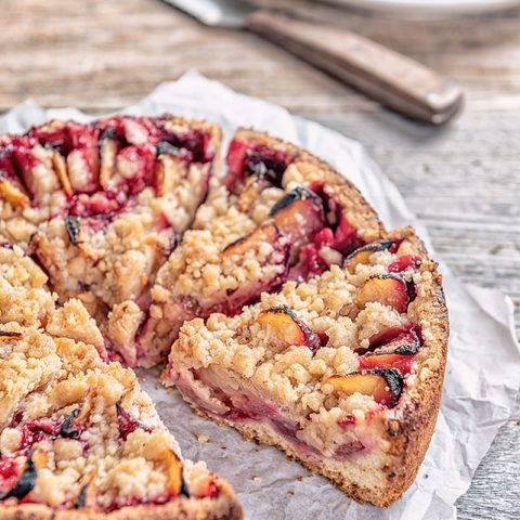 Plum Cake with Streusel - Jennifer Vahlbruch